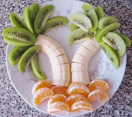 Palmera tropical con frutas