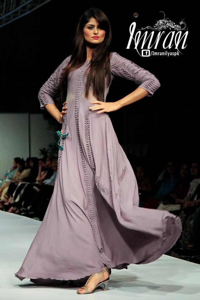 Pakistani Woman Fashion!!