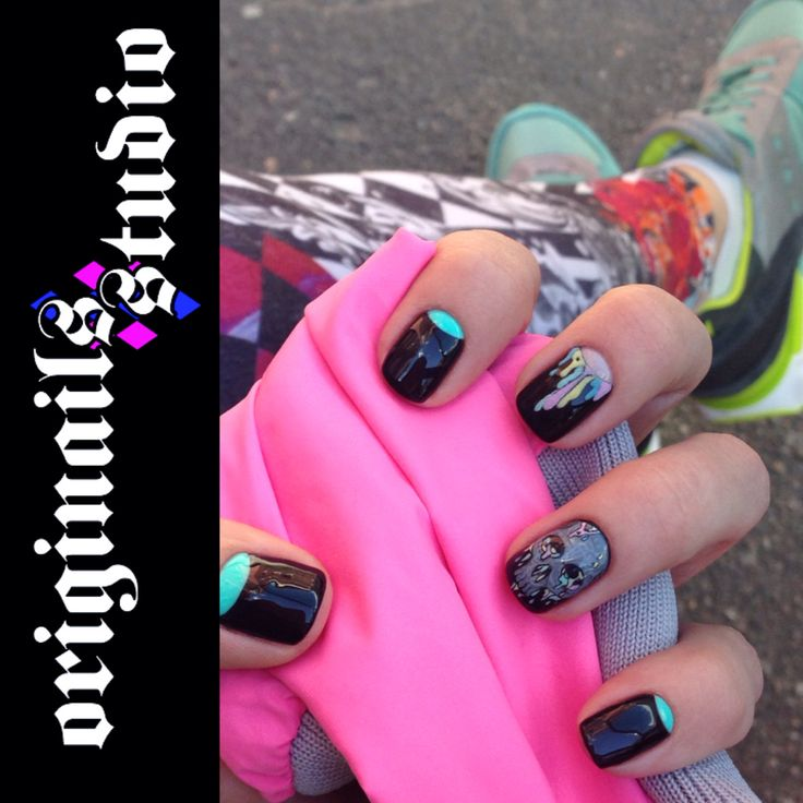 Zombie style nails,  shoes - saucony shadows