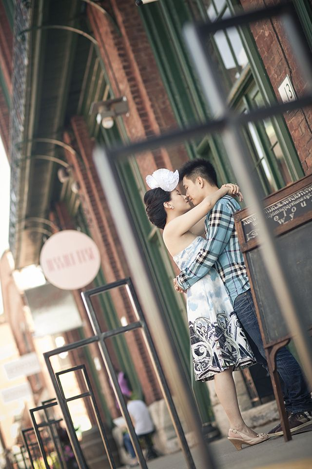 Why You Should Consider Toronto's Distillery District for Your Engagement Photos (8)