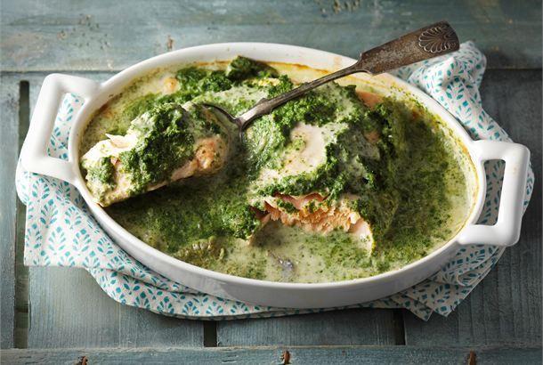 Uunilohta pinaattikermakastikkeessa http://www.valio.fi/reseptit/uunilohta-pinaattikermakastikkeessa/ #valio #resepti #ruoka #recipe #food