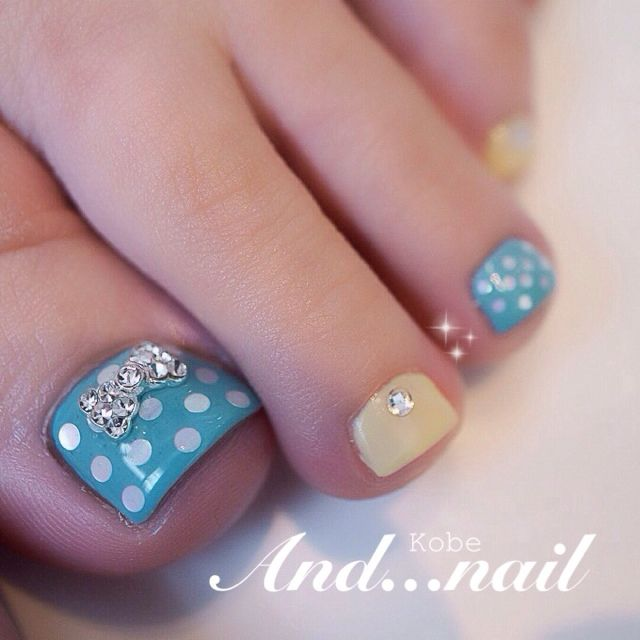 Tiffany blue and neutral toenails with polka dots and bows.