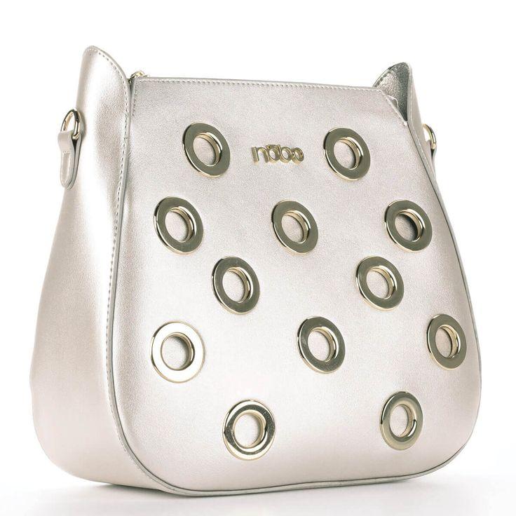Nobo női táska arany színben, arany díszítéssel, osztás nélküli nagy belső térrel. A belsejében egy kivehető belső rész található.  #bags #fashionbags