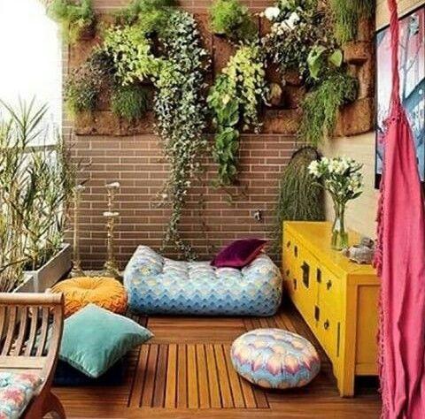 Inspiração ♡ #interiores #design #interiordesign #decor #decoração #decorlovers #archilovers #inspiration #ideias #varanda #terraço #jardimvertical #larissazago