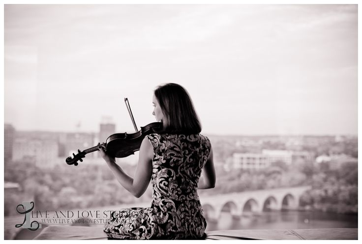 High school senior pose with violin overlooking the city | Live and Love Studios