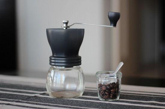 スタッフの愛用品 Harioのセラミックコーヒーミル 北欧 暮らしの道具店 コーヒー 粉 コーヒーミル コーヒー