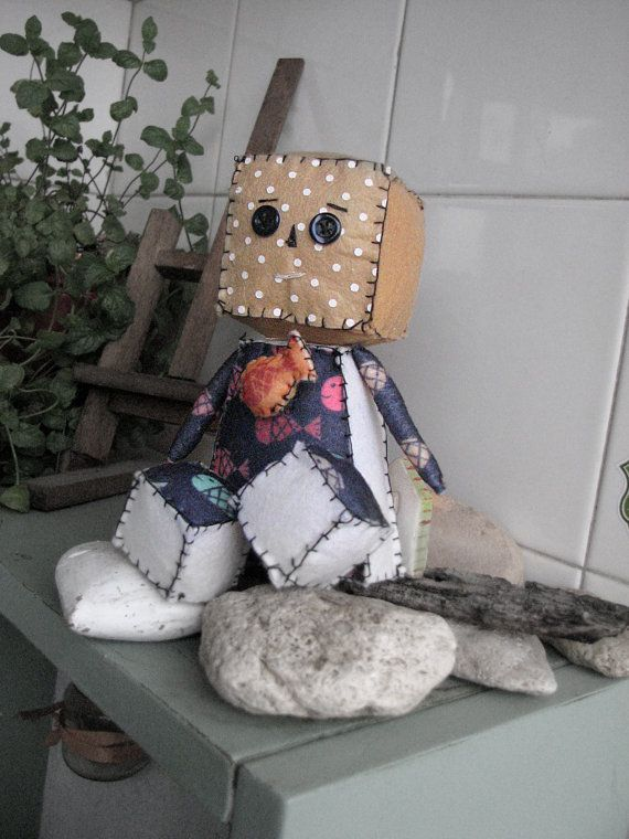 Cute felt robot toy with fish broche attached by Lillymagazinche