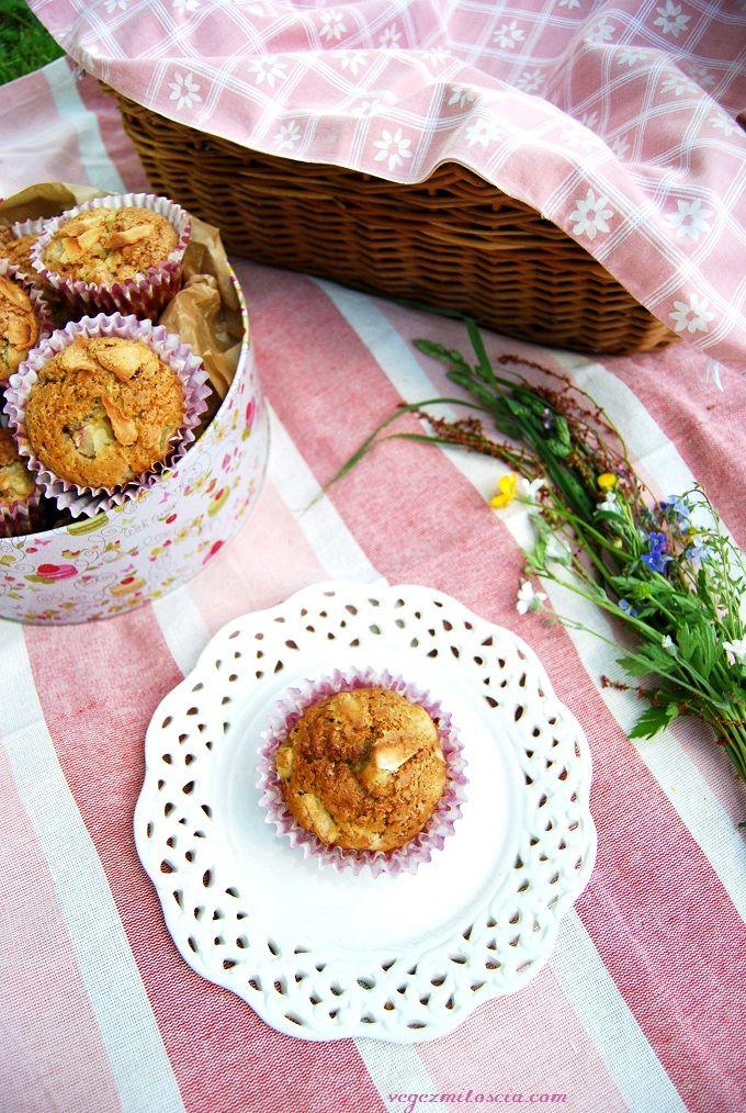 Wegańskie muffiny z rabarbarem - Vege z Miłością