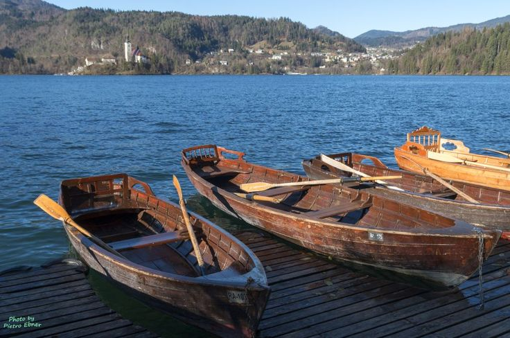 Boats to reach the isle of Bled