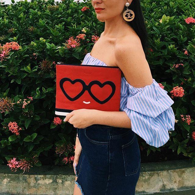 Chicas, ¿quieren esta bella pieza de @tatianalunaprimeleather?  Envíenme por el interno descripción o imágenes de las prendas con las que estilizarían la cartera. Gana la que proponga el look más osado y creativo.  #modacolombiana #tatianaluna #style #estilo #moda #fashion