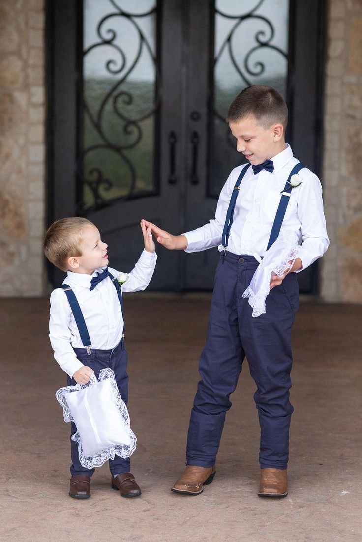 wedding party pictures with ring bearer