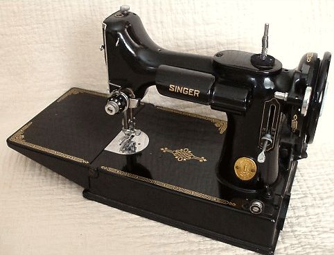 April 1930s sells Singer Featherweight machines, manuals, and attachments (including darning attachments for free motion quilting)