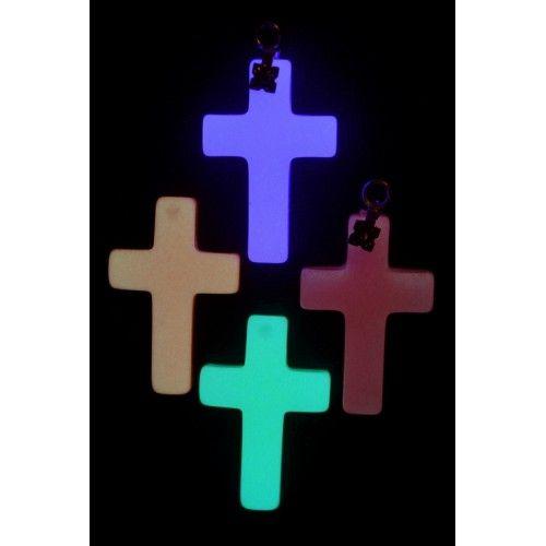 Готовые светящиеся брелоки ярко светятся в темноте, заряжаются от воздействия света за 10 сек. Большой плюс - обладают небольшой стоимостью. Смотрите описание на сайте.