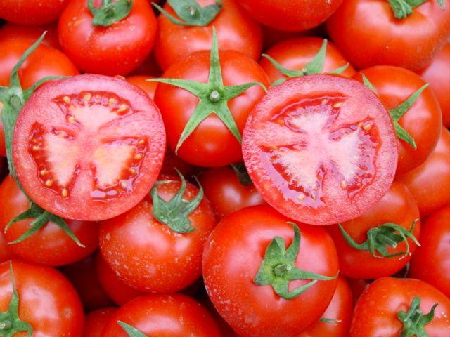 Genellikle meyveler çiğ olarak (tabii yıkandıktan sonra), sebzeler ise pişirildikten sonra yenilir. Bu da bazı yiyeceklerin meyve mi, yoksa sebze mi olduklarına