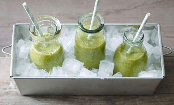 I centrifugati di verdure verdi sono un'ottima soluzione per chi fa fatica a mangiare le verdure. I centrifugati di verdure verdi oltre ad essere molto dissetanti e gustosi, sono depurativi e ideali quindi per le diete detox.