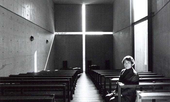 Tadao Ando má retrospektivní výstavu plnou kostelů