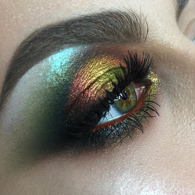 Very colorful and graphic makeup for the Advanced course, working with the eyebrow form, eyeform, using @nyxcosmetics @maccosmetics @anastasiabeverlyhills @makeupatelierparis @inglot_cosmetics Model Andreea @christine136 #noedit #nofilter #nophotoshop Очень яркий графичный макияж для курса повышения, изменение формы брови , @nyxcosmetics @maccosmetics @anastasiabeverlyhills Форма выстроена с помощью цветных карандашей, гелевых подводок Инглот, акварели Ателье. #eyemakeup #mua #makeuparti...