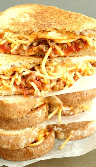 Spaghetti & Garlic Toast Grilled Cheese #carboncarb #gameday