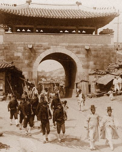 Soldiers and Civilians at WEST GATE of SEOUL. Photo by HERBERT G. PONTING, 1903.