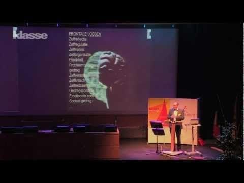 """""""Je leerlingen hebben een kneedbaar brein"""", legt Prof. Dr. Christophe Lafosse uit. """"Hun hersenen schreeuwen om aandacht en als leraar heb je dan ook grote invloed op hun ontwikkeling. Verlies de talenten van je leerlingen niet uit het oog. Voor het brein geldt immers: use it or lose it."""""""