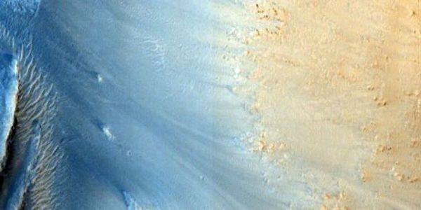 Νέες φωτογραφίες του Άρη από τη NASA που δεν δείχνει και τόσο... κόκκινος!