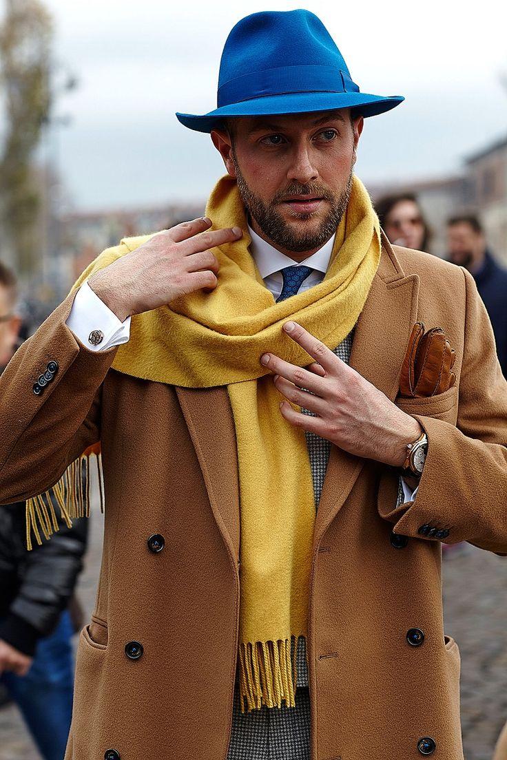 Elegancki płaszcz jest tym elementem męskiej garderoby, który wraca po latach zepchnięcia na margines przez tańsze kurtki wykonane przeważnie ze sztucznych materiałów. Oczywiście nigdy nie został całkiem zapomniany; stylowi mężczyźni nosili gonawet w okresie największych triumfów kurtek. Poza tym do najbardziej formalnych ubiorów po prostu nie można było włożyć innego okrycia wierzchniego,niż wełniana dyplomatka. Formalne zastosowanie narzucało kolorystykę, zatem dyplomatki przeważnie…