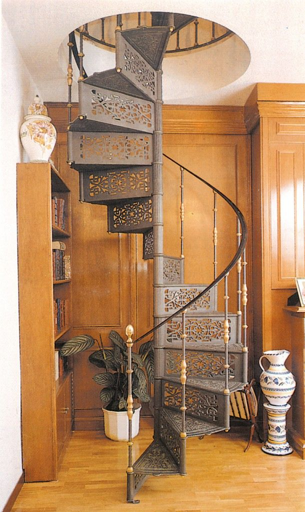 Escalier en colimaçon en fonte d'acier TRINIDAD : vente Escaliers hélicoïdaux, colimaçon et Escaliers en colimacon métallique | Echelle Européenne
