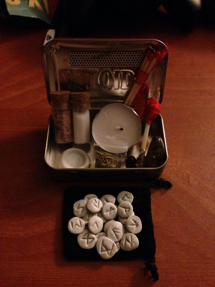 """"""" cunningfoxwitch: Altoid tin witches travel kit. I always like to keep certain magical supplies on hand when I'm on the go, but I tend to put a vile in this pocket and a crystal in that pocket and I..."""