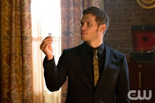 #TheOriginals Klaus never gives anything away for free