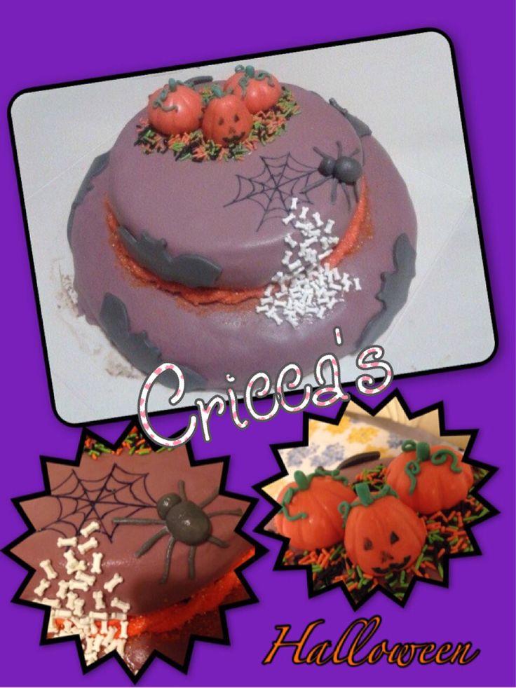 Cricca's:  Torta in pasta di zucchero Halloween