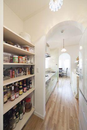 ウォークスルークローゼットや収納しやすい間取りをご紹介します。最近新築だけでなくリフォームでも人気が急上昇しているのが「ウォークスルークローゼット」。収納としてだけでなく、間取りの改善にも活用できるのが人気の秘密になっているようです。