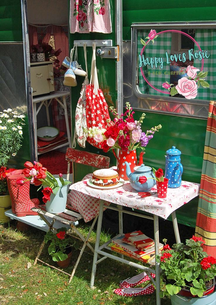 happy vintage caravan in my previous garden projects to try pinterest vintage caravans and. Black Bedroom Furniture Sets. Home Design Ideas