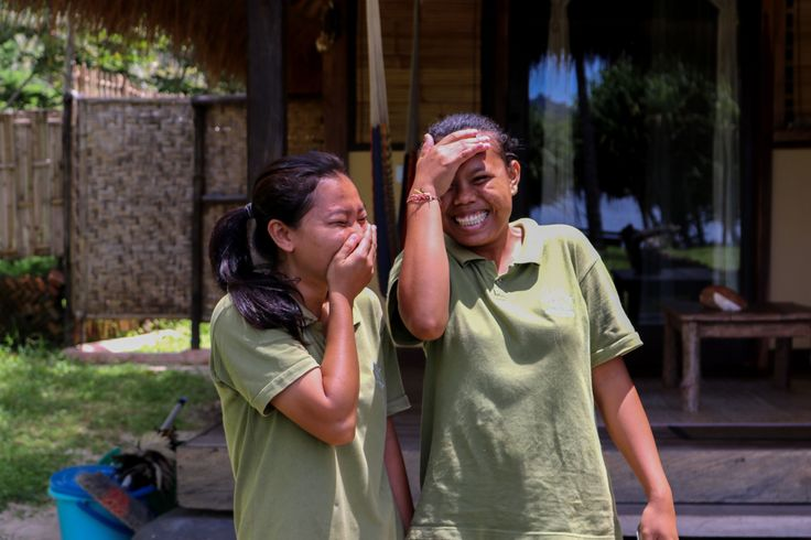 Here's Linda and Suha having a giggle, keeping the rooms spotless and filling them with good vibes! 😄💛  #goodvibes #giggle #friends #giliasahanecolodge #lodgelife #islandvibes #workisfun #bungalow #ecolodge #team #happy #ecoconscious #lombok #indonesia #instadaily #photooftheday #beautifulindonesia #explorelombok#smilesformiles #wonderfulindonesia #lombokexperience