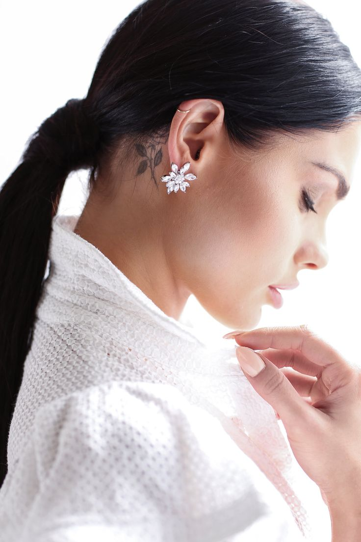 """SOFIA ROE CAMPAIGN"" Hair & Makeup @soniaallenmua // Photographer @lanaivanovaph// #soniaallenweddingmakeup #weddingmakeup #weddinghair #bridalmakeup #bridalhair #naturalmakeup #sydneyweddingmakeupartist #weddingjewellery #bridaljewellery"