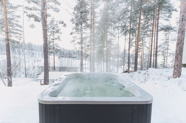 32 asteen lämpö nostaa höyryn ilmaan Luosto ulkoporealtaassa jopa pakkassäässä. Lumispa.fi | Ulkoallas.fi | kylpykauppa.fi | Novitek.fi | facebook.com/novitekspa/