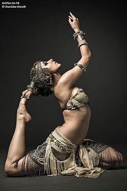 Dancer's yoga posture of Michaela Sladeckova - photography by Stanislav Honzik