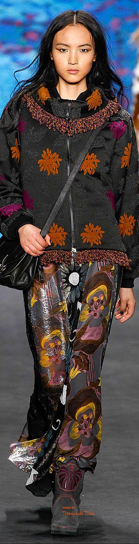New York Fashion Week.         Anna Sui.        Fall 2015.          Ready To Wear.