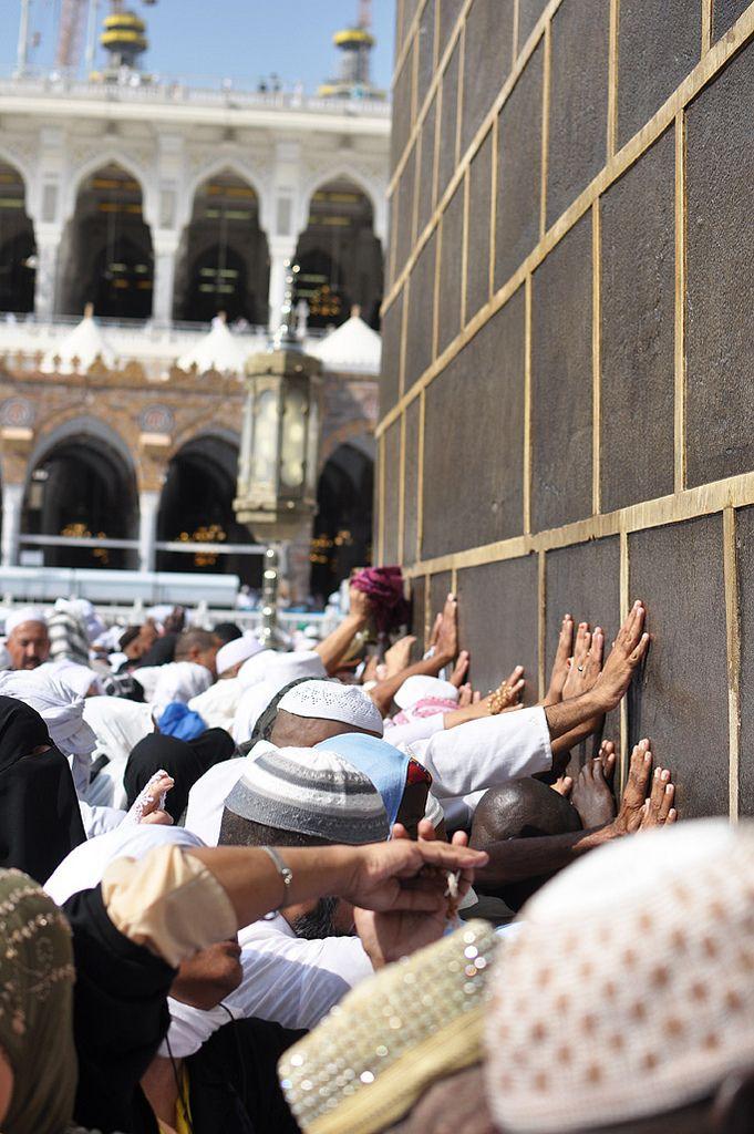 Pilgrims Touching the Ka`ba - Pilgrims Touching the Ka`ba   IslamicArtDB.com