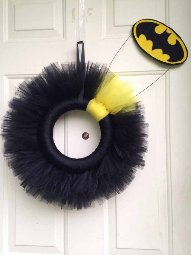 Batman wreath made for a friend for her birthday!   :-)
