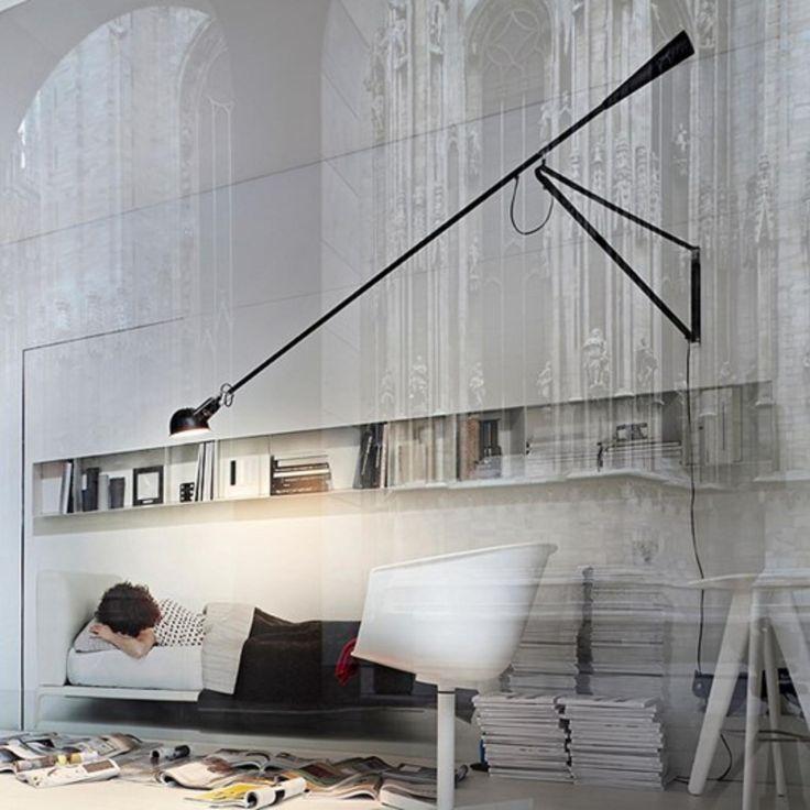 Fantastisk snygg och praktisk lampa med lång arm och tyngd som går att vrida på alla möjliga håll. Upp, ner, i sidled och diagonalt.