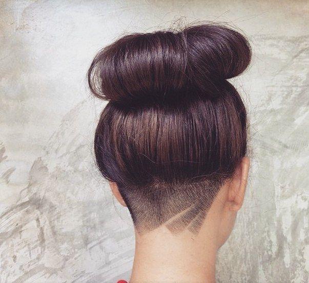 Ook de nieuwste trend op haargebied kun je makkelijk verbergen door je lange haren eroverheen te doen. De undercut is namelijk weer helemaal hip, maar krijgt een creatieve makeover door verschillende patronen in het haar te scheren. Waarschijnlijk de enige soort tatoeage die je moeder wél goedkeurt. Wat vind jij? Zijn deze undercut haartatoeages hot […]