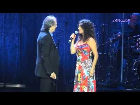 Joan Manuel Serrat & Patricia Sosa - Es caprichoso el azar - YouTube