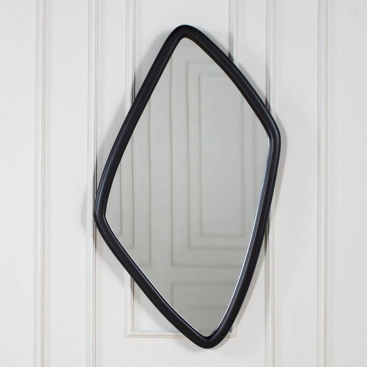 The simple yet extremely elegant Finley Mirror by Kelly Wearstler highlights a striking amorphous walnut frame, completed natural and ebonized finishes. ➤ To see more news about Wall Mirrors visit us at www.wallmirrors.eu #wallmirrors #interiordesign #mirrors #kellywearstler #finleymirror #wearstler #bestinteriordesigners
