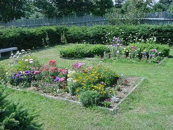 How to Build a Small Garden Path in 9 Steps