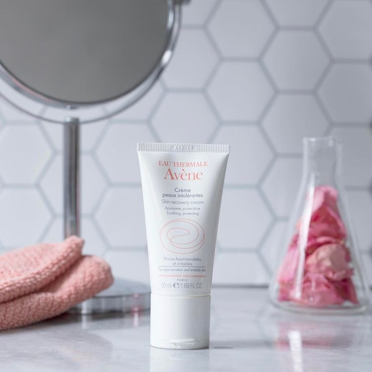 """Eau Thermale Avène Skin Recovery Cream</a> says """"seeya"""" to parabens, preservatives, fragrances — ok, you get it — so it's safe to use on skin conditions like psoriasis and perioral dermatitis."""