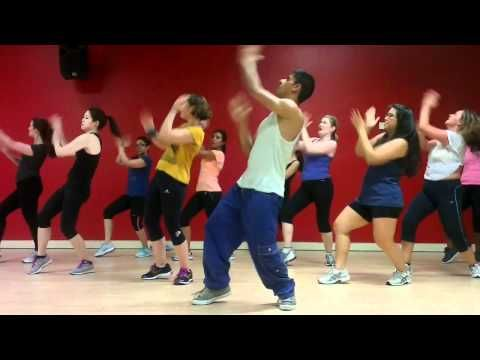 Chammak Challo - Bollywood Zumba with Nilesh. someday I will be able to dance like this guy.... lol