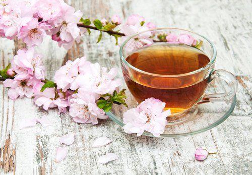 thé de fleurs de cerisier pour lutter contre la rétention d'eau