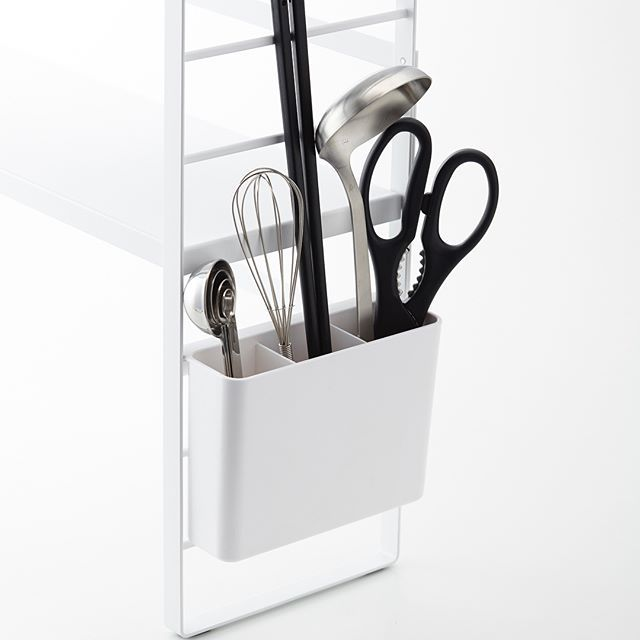 キッチン小物を一括収納 シンク上キッチン収納ラック プレート のご紹介です 棚板が二枚付いている大容量のラックで シンク上が一気にキレイに片付きます 板の高さを自分で決められるので収納するモノや場所に合わせてカスタマイズすること Brushing Teeth
