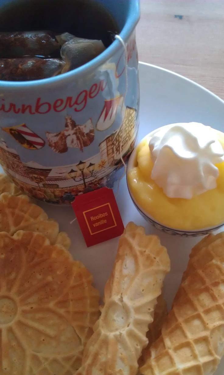 Perfect tea break: bricelet with custard and rooibos and vanilla tea! http://haveyoumetmarta.wordpress.com/2012/02/05/sunday-afternoon-treat-bricelets-tea/