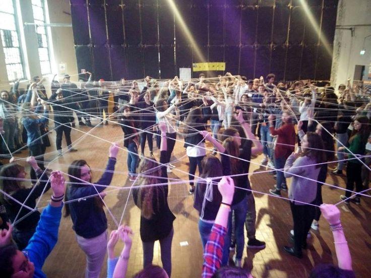 26 Febbraio: al Workout Pasubio festa per la giornata conclusiva della Settimana scolastica della Cooperazione Internazionale che ha visto 150 studenti dei licei di #Parma impegnati sviluppandone i temi attraverso blogging, teatro, fumetto, musica, gioco di ruolo, video making, novel e linguaggi.